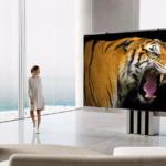 Первый в мире 165-дюймовый складной телевизор MicroLED уже поступил в продажу, но он не из дешевых.